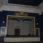 Сцена в зрительном зале.