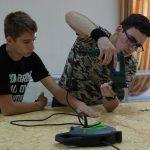 Юные помощники Шинкаренко Андрей и Бундович Николай собирают подмакетник