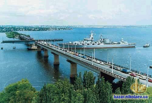 вид на Варваровский мост и Варваровку со стороны Николаева, отправка очередной продукции корабелов - военного корабля в Черное море