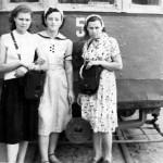 1956 год. Кузнецова Елена (кондуктор). Новикова Ольга Михайловна (водитель). Панамаренко Мария (кондуктор).