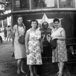 1961 год. Суручина Тамара (кондуктор). Новикова Ольга (водитель). Шишко Нина (кондуктор).