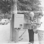 Автомат для продажи троллейбусных талонов на остановке возле Каштанового сквера