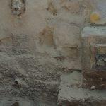 Части камней на фасаде Турецкого фонтана которые раньше составляли правую стенку чаши.
