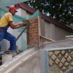Идут работы по восстановлению лестницы в яхт клубе