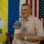 Константин Ульянов передает нам отпечатанную на 3Д принтере модель Шуовской водонапорной башни