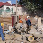 Начались работы по заливке бетоном подпорных стен.