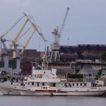 Один корабль у набережной Флотского бульвара - а как изменился вид!
