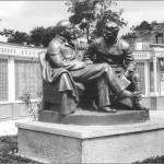 Памятник Ленину и Сталину в Каштановом сквере