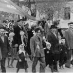 Парад на 1 мая в Богоявленске. 50-е годы. В первом ряду брат и отец. Личный архив Н. Пономаренко