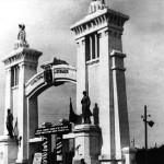 Парк им. Петровского.Центральный вход.
