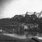 Здесь были захваченные немцами подводные лодки С-36 и С-37. Справа разрушенный эллинг. (ЧСЗ, 1944 г.)