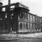 До революции, а может и позже тут находился чертежный отдел. Здание стояло перед стапелем №1, (ЧСЗ, 1944 г.)