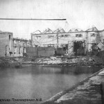 """""""Малый ковш"""" (давно засыпан). Сейчас территория """"Нибулона"""". Слева здание бывшего цеха 44."""