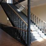 Лестница в краеведческом музее после ремонта.
