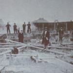 Строительство водонапорной башни в Николаеве. На переднем плане В.Г. Шухов.