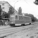Трамвай КТМ5М3 на остановке Строителей по пр Октябрьскому