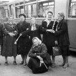 Вагоновожатая Фёдорова Антонина Семёновна (вторая справа). Депо, 50-е годы. Из семейного архива В. Мельникова