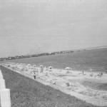 Варваровский мост в Николаеве 1965 год. Пляж на насыпной части моста.