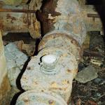 Водомер на трубопроводе подачи воды в водосеть.