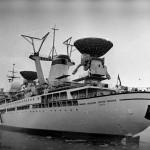 Подруливающее устройство, которым оборудовано судно, позволяют удерживать его на заданном курсе во время сеансов связи, если они проводятся в дрейфе или на малом ходу.
