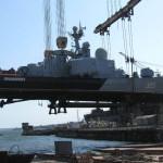 Сейчас краны поднимают корабли для ремонта.