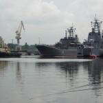 """9 мая 2009 г. на набережной ошвартовались два больших  десантных корабля. """"Константин Ольшанский"""" и """"Ямал""""."""