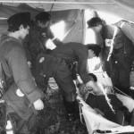 В палатке, работа с условно раненым.