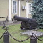 Пушка в музее судостроения и флота.