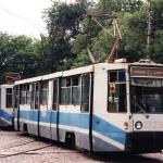 состав из КТМ-8 пересекает Декабристов по ул Буденного