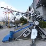 57-мм противотанковая пушка ЗИС-2 и 45-мм корабельная пушка 21-К (справа) у входа в ночной клуб Шторм на ул.Садовой