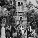 Середина 50-х годов. Персонал больницы в обеденный перерыв в саду водолечебницы.