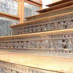 Ступени наружной чугунной лестницы в морском госпитале